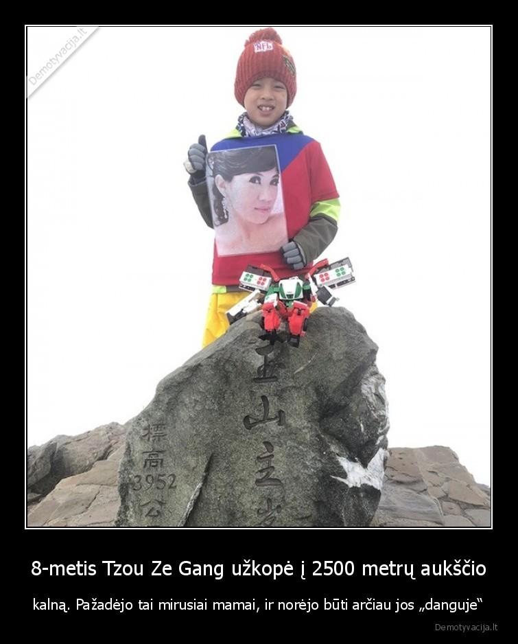8 metis Tzou Ze Gang uzkope i 2500 metru aukscio kalna. Pazadejo tai mirusiai mamai ir norejo buti arciau jos danguje