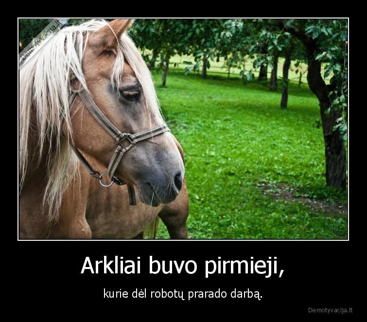 Arkliai buvo pirmieji kurie del robotu prarado darba