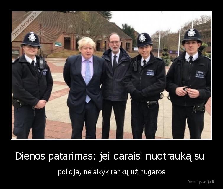 Dienos patarimas jei daraisi nuotrauka su policija nelaikyk ranku uz nugaros