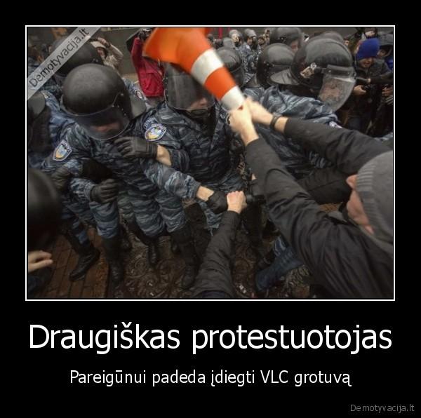 Draugiskas protestuotojas Pareigunui padeda idiegti VLC grotuva