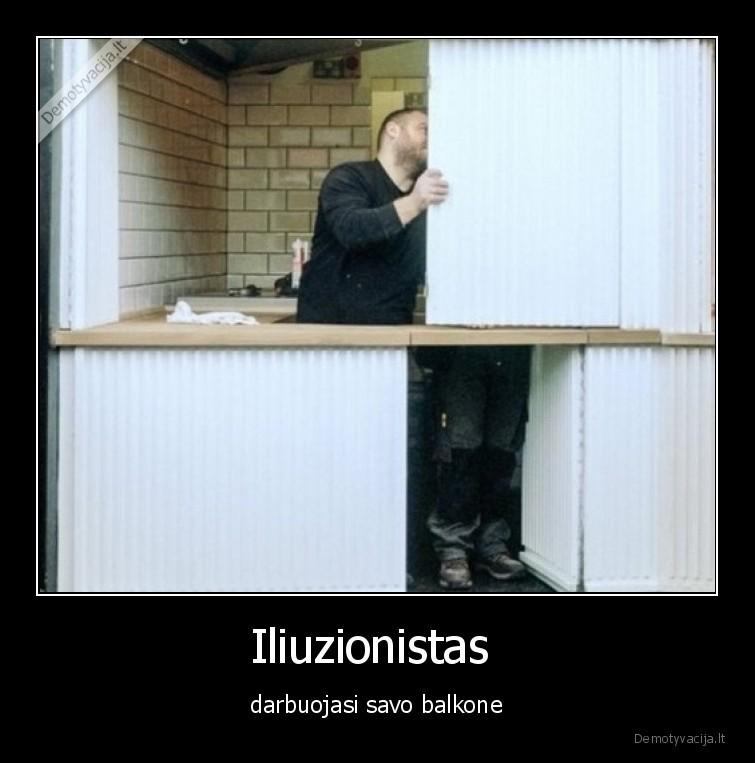 Iliuzionistas darbuojasi savo balkone