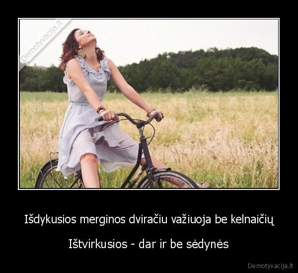 Isdykusios merginos dviraciu vaziuoja be kelnaiciu Istvirkusios dar ir be sedynes