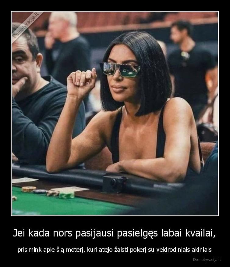 Jei kada nors pasijausi pasielges labai kvailai prisimink apie sia moteri kuri atejo zaisti pokeri su veidrodiniais akiniais