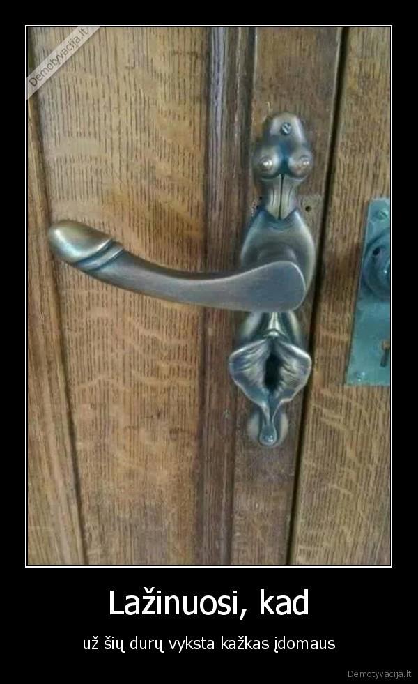 Lazinuosi kad uz siu duru vyksta kazkas idomaus
