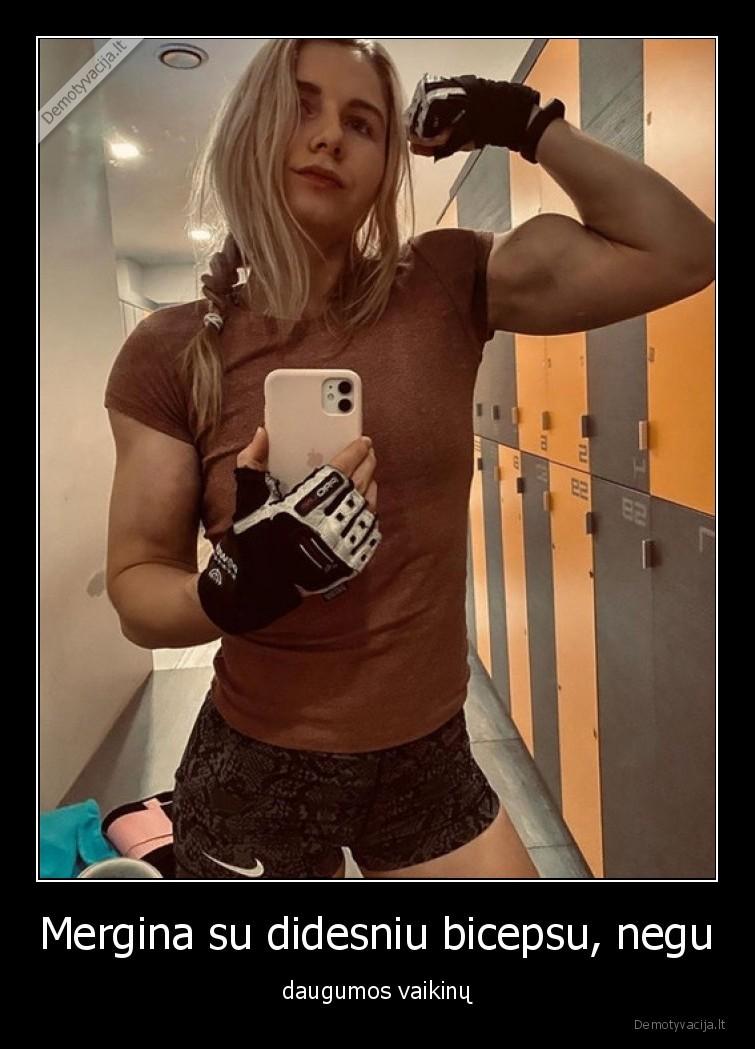 Mergina su didesniu bicepsu negu daugumos vaikinu