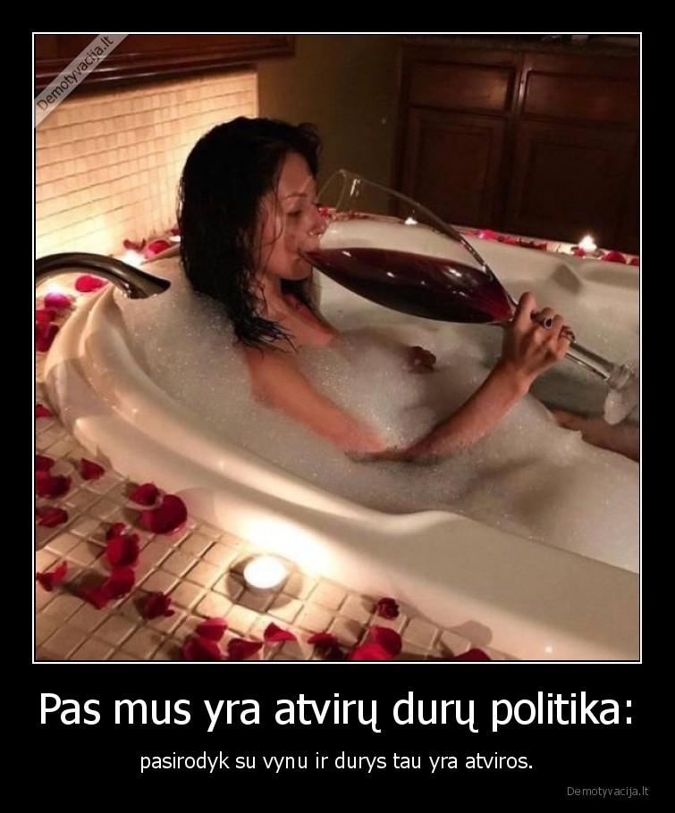 Pas mus yra atviru duru politika pasirodyk su vynu ir durys tau yra atviros