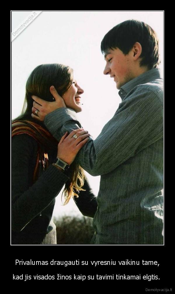 Privalumas draugauti su vyresniu vaikinu tame, - kad jis visados žinos kaip su tavimi tinkamai elgtis. .
