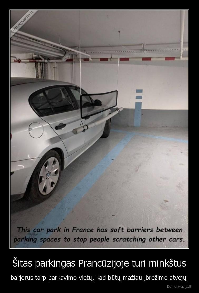 Sitas parkingas Prancuzijoje turi minkstus barjerus tarp parkavimo vietu kad butu maziau ibrezimo atveju