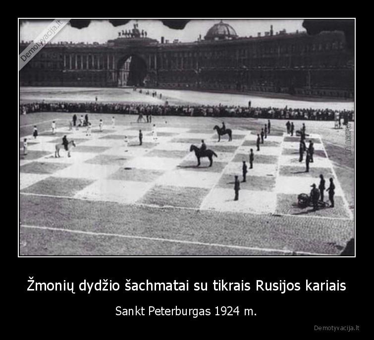 Zmoniu dydzio sachmatai su tikrais Rusijos kariais Sankt Peterburgas 1924 m